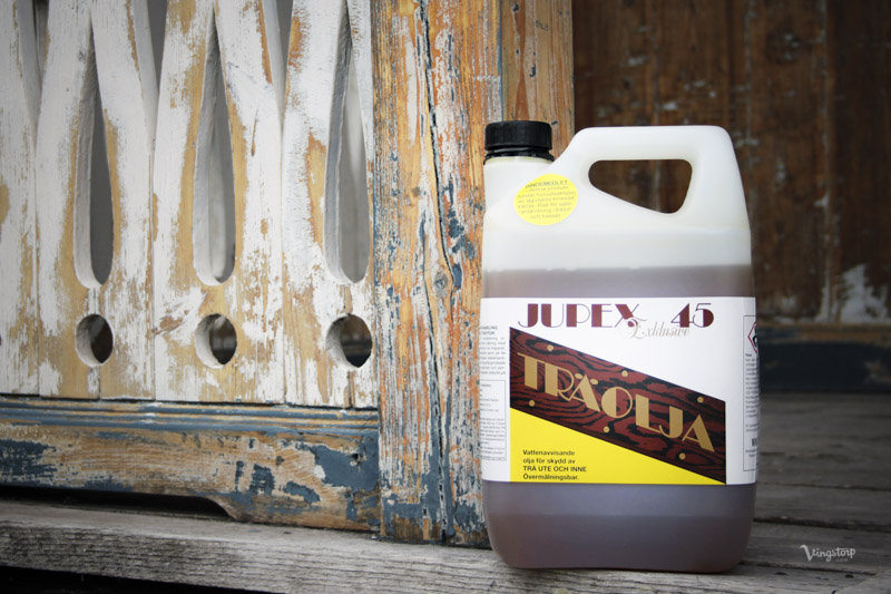 Olja in med Jupex träolja som grundskydd.