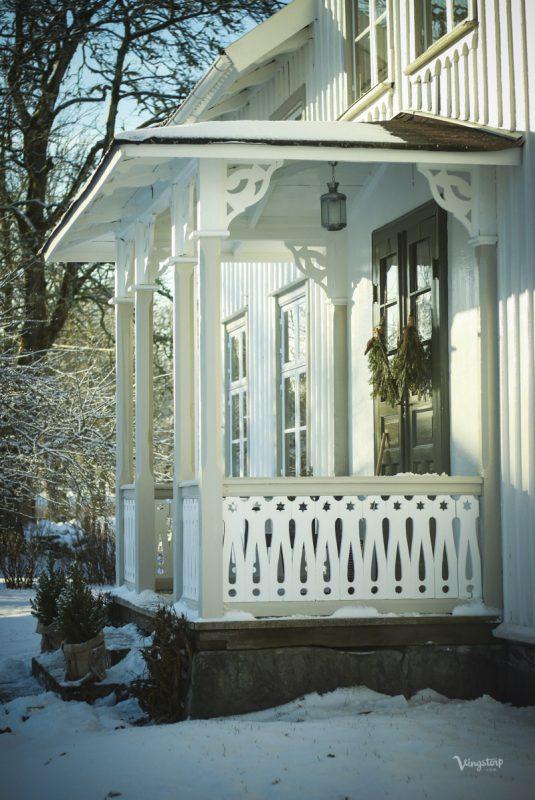 Vinterbild, verandan efter ommålning med linoljefärg