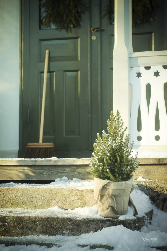 Vinterbild på veranda efter målning med Linoljefärg