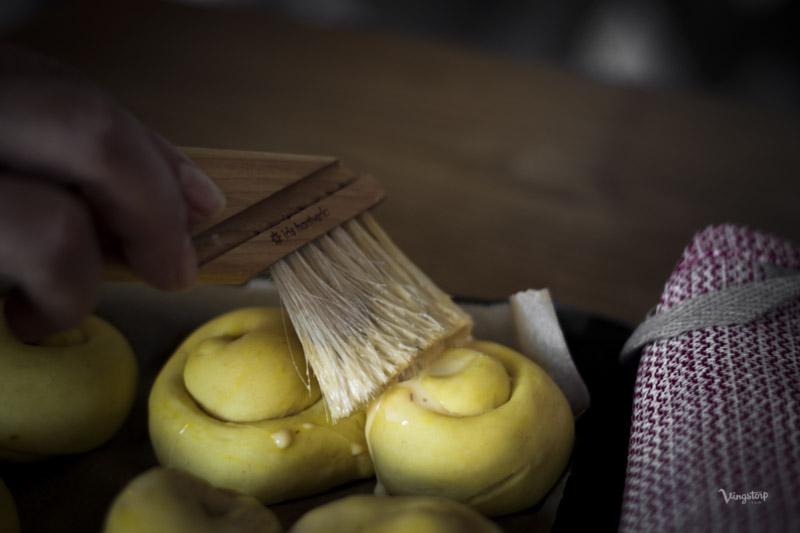 Pensla lussekatter med bakpensel från Iris Hantverk.