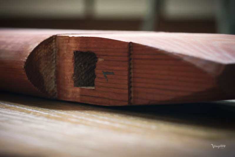 Detaljbild på Kryssbord innan målning med linoljefärg.