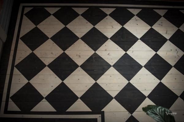 Rutigt golv med fris, behandling med Allbäck Linoljevax.