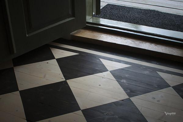 Rutigt golv, behandling med linoljevax.