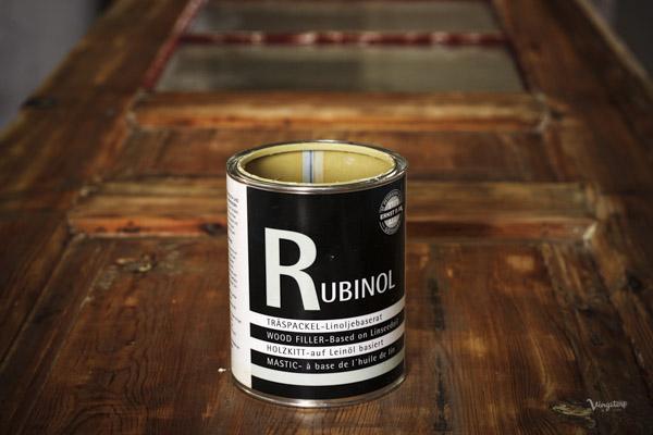 Spackla med Rubinol Linoljespackel.