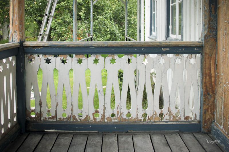 Förarbete snickarglädje, veranda innan ommålning